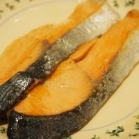 晩ごはんのメインは幻の高級魚サクラマス白焼きとバター焼き